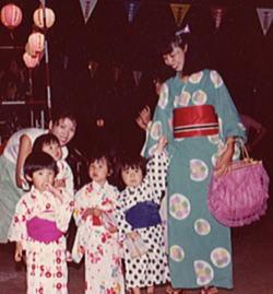 250ン十年前の盆踊り.jpg