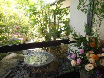 400木曽路鴻仏目店入口から庭.jpg