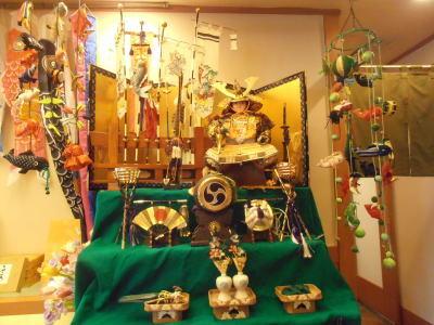 400木曽路鴻仏目店内五月飾り.jpg