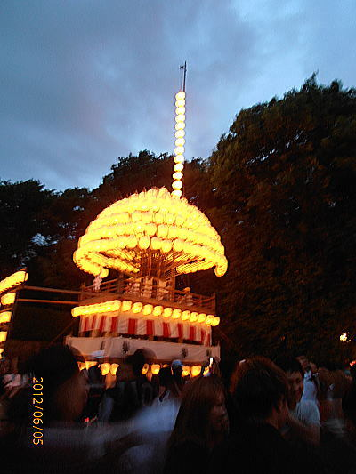 400熱田神宮祭り屋台.jpg