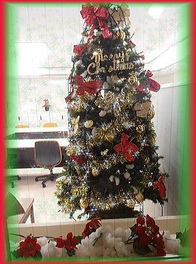 4001階ロビーのクリスマスツリー.jpg