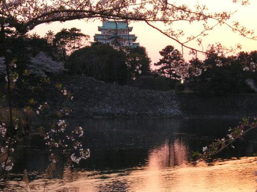 500薄暮の名古屋城とお堀.jpg